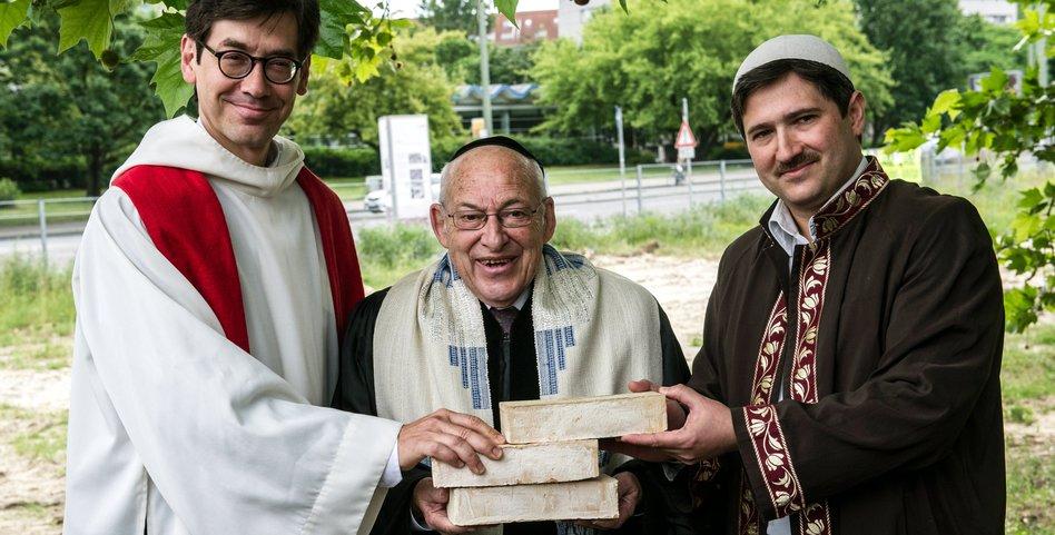 The house of one in berlin drei religionen bauen gemeinsam