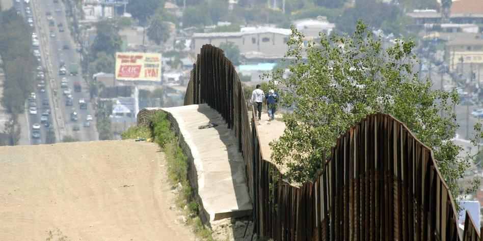 Kunstler Im Grenzgebiet Mexiko Usa Ein Gespaltenes Land Taz De