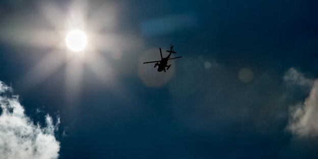 Helikopter am Himmel