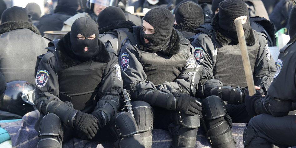 krise in der ukraine r ckkehr zur alten verfassung. Black Bedroom Furniture Sets. Home Design Ideas