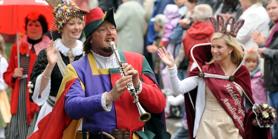 Unesco-Kulturerbe: Rattenfänger, Nikolaus und Karneval - taz.de