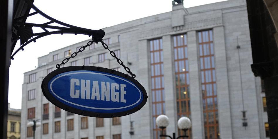 Neuer Tag - neue Chancen. Im heutigen Live-Trading arbeiten wir an der Aufstockung unserer Position im #EURUSD vom Vortag und fassen nach einem kippenden Delta einen Short im #DAX ins Auge.