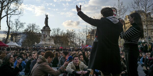 Demonstration auf dem Platz der Republik in Paris