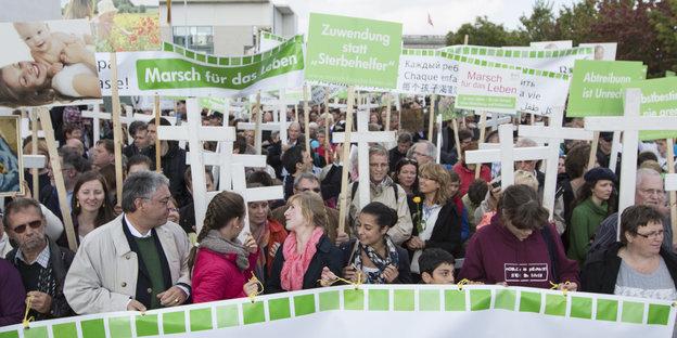 In Schaumburg haben sie gewonnen: Abtreibungsgegner. Foto: Florian Schuh/DPA