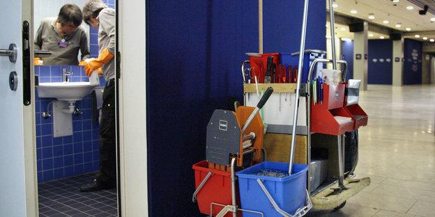lohnerh hungen f r leiharbeiter arbeitgebern sitzt das geld locker. Black Bedroom Furniture Sets. Home Design Ideas