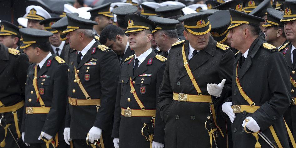 beziehung militär gesellschaft deutschland