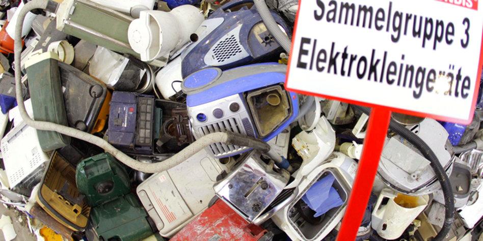 elektroschrott exporte giftm ll wird nach nigeria entsorgt. Black Bedroom Furniture Sets. Home Design Ideas