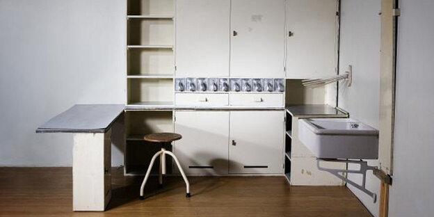 ausstellung in hamburg verteidigung der einbauk che. Black Bedroom Furniture Sets. Home Design Ideas