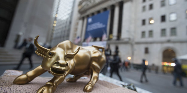 Ein goldener Bulle in der Wall Street von New York