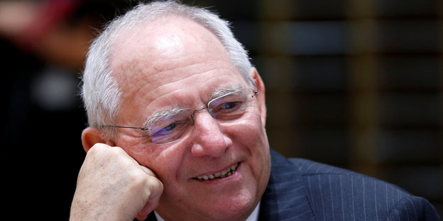 Wolfgang Schäuble lacht