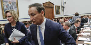 United Airlines Chef Oscar Munoz beim US-Kongress