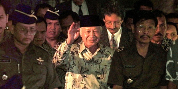 http://www.taz.de/picture/202406/624/suharto_indonesien_250712.jpg