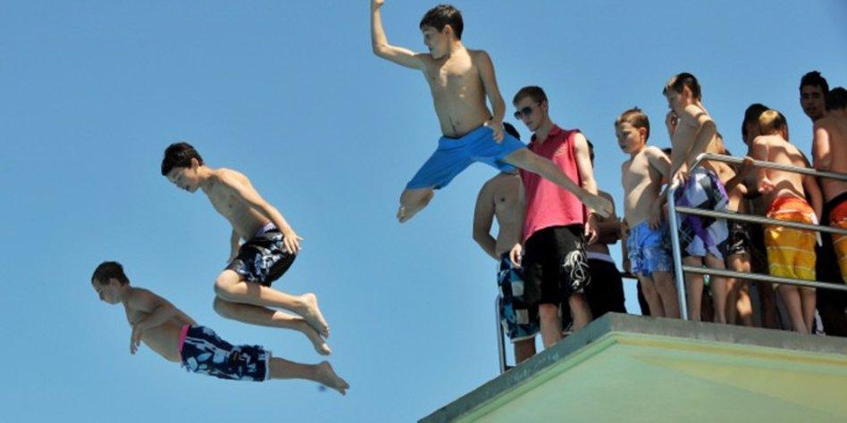Schwimmbäder Darmstadt schwimmbäder auf der streichliste pack die badehose ein taz de