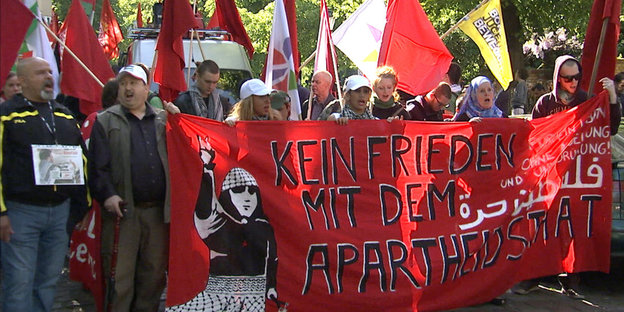 Demonstranten mit Transparenten