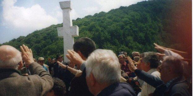 Anhänger der faschistischen Legionärsbewegung bei ihrem jährlichen Sommertreffen in Simbata de Sus
