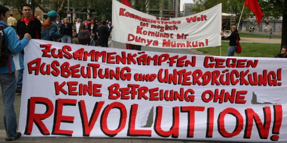 proteste in berlin heraus zum 1 mai. Black Bedroom Furniture Sets. Home Design Ideas