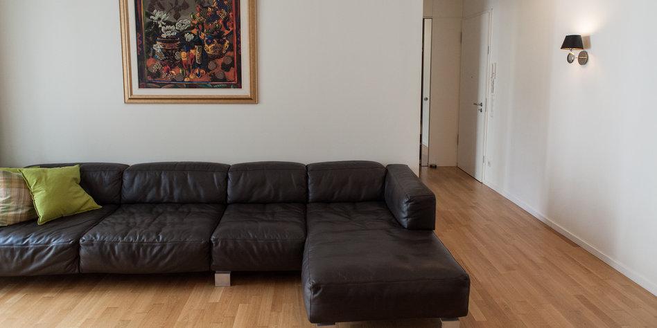 Der hausbesuch eine von vielen normalit ten for Wohnzimmer quatsch