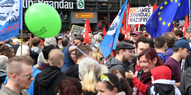 Gegendemonstranten in Spandau