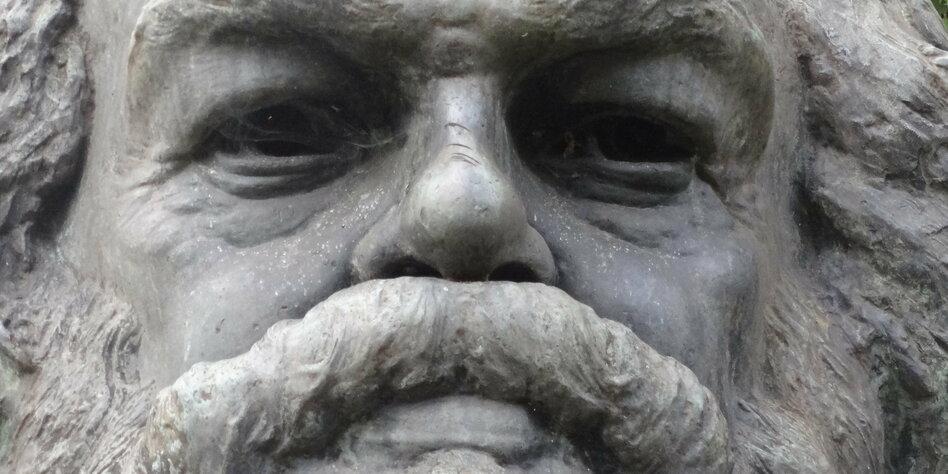 eine statue zeigt das gesicht eines mannes mit buschigen augenbrauen und einen buschigen schnurrbart - Karl Der Grose Lebenslauf