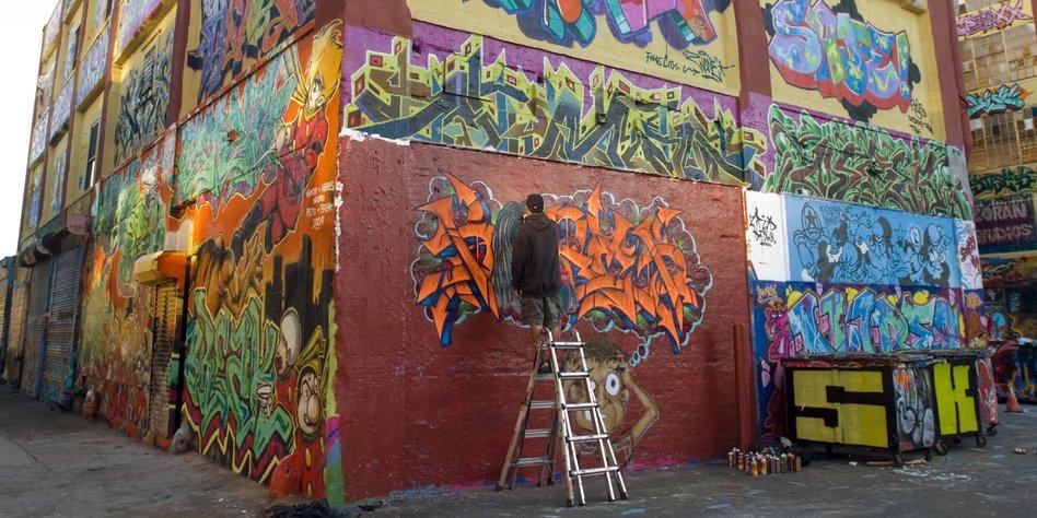 k nstler gewinnen gegen unternehmer zerst rung von graffiti war illegal. Black Bedroom Furniture Sets. Home Design Ideas