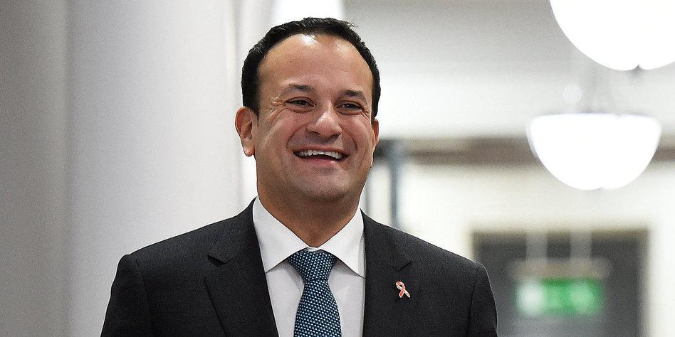 Irlands Regierungschef Leo Varadkar in einem Flur