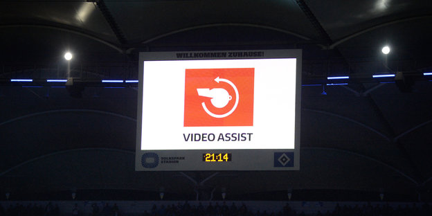 Anzeigetafel mit Video-Assist-Symbol
