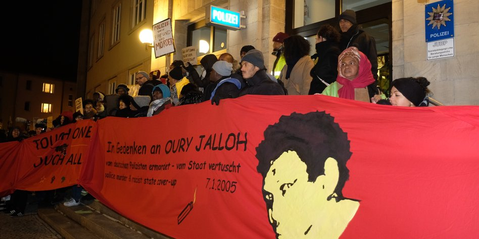 Tausende erinnern in Dessau an Oury Jalloh