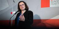 SPD streitet weiter um die Groko: Nahles wirft Juso-Chef Falsch-Infos vor