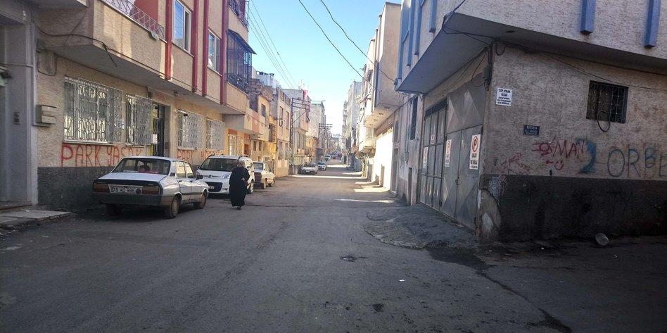 Menschenleere Straße in Kilis