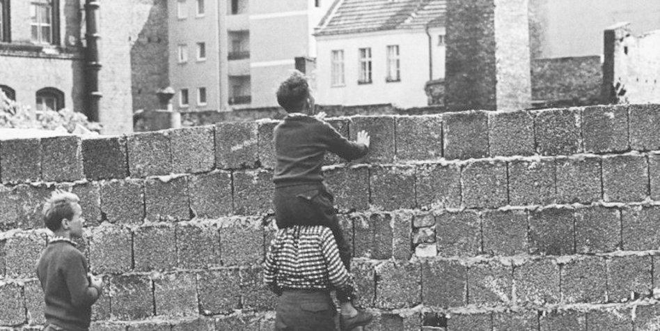 Bildresultat för berlin 1961 mauerbau