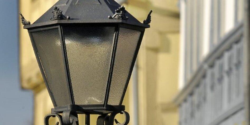 stra enbeleuchtung der letzte macht das gaslicht aus. Black Bedroom Furniture Sets. Home Design Ideas