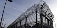 Vorwürfe gegen Gefängnis-Bedienstete: Schläge, Beleidigungen, Duschverbot