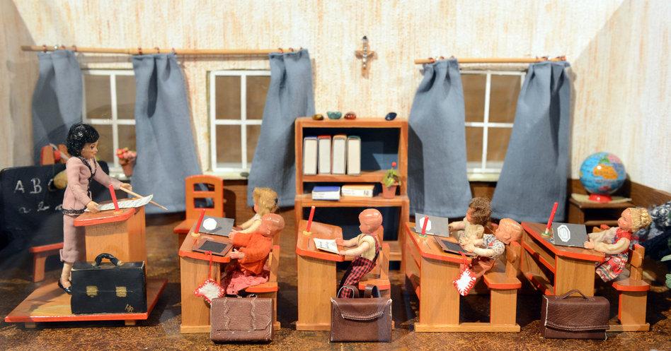 Puppenschule dpa 12102012