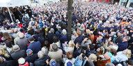 Soli-Aktion gegen Antisemitismus: 2.500 BerlinerInnen tragen Kippa