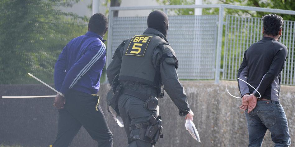 Ankerzentren: Seehofers hat bei seinem Asyl-Plan ein Problem