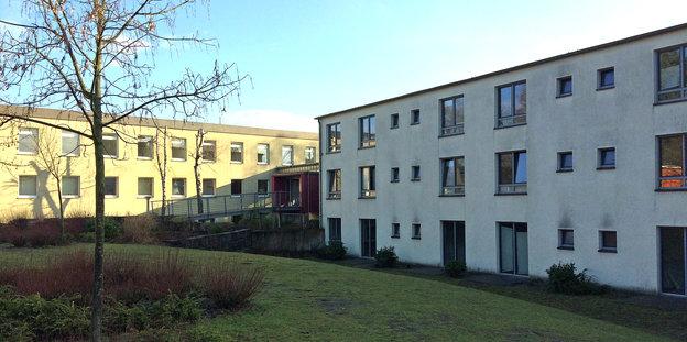 Zwei dreistöckige Gebäude der ZUE Oerlinghausen