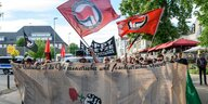 Fronttransparent eines Demonstrationszuges