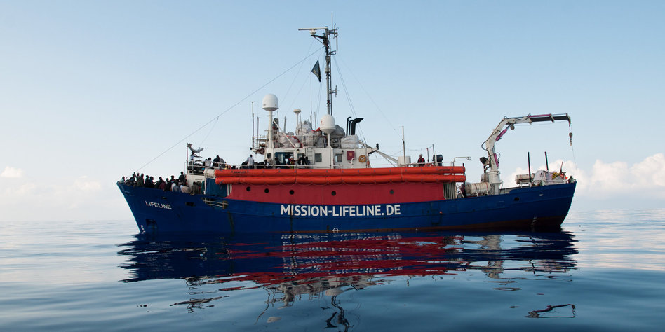 Flüchtlingsschiff im Mittelmeer -