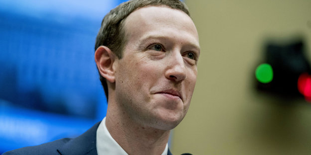 Facebook-Chef Mark Zuckerberg schaut irritiert