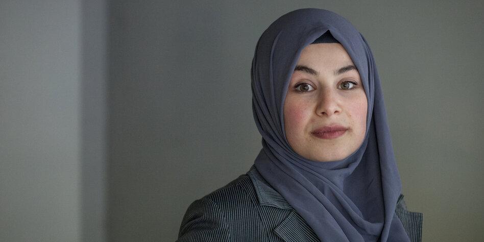 Muslima Mit Kopftuch Voller Verlangen