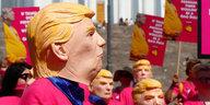 """Kritik an Trump nach Treffen mit Putin: """"Verrat"""", """"erbärmlich"""", """"beschämend"""""""