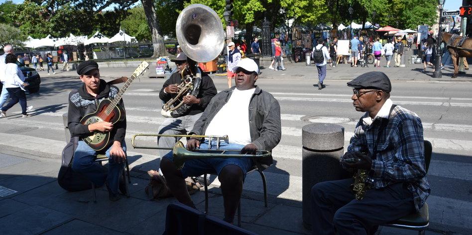 300-jahre-new-orleans-abends-in-der-frenchman-street