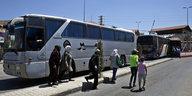 Geflüchtete im Libanon: Im Bus zurück nach Syrien