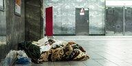 BVG schließt Bahnhöfe für Obdachlose: Bitte alle draußen bleiben