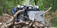 Konflikt im Hambacher Forst: Polizei beseitigt Blockaden