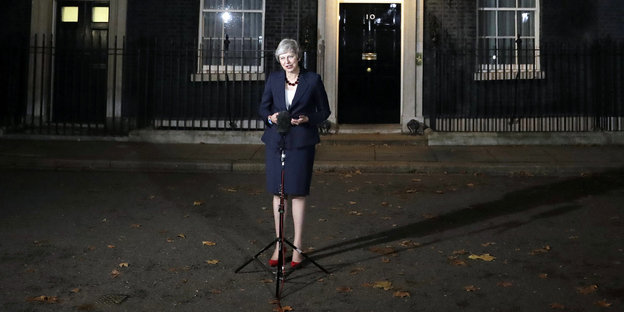 Theresa May spricht vor 10 Downing Street