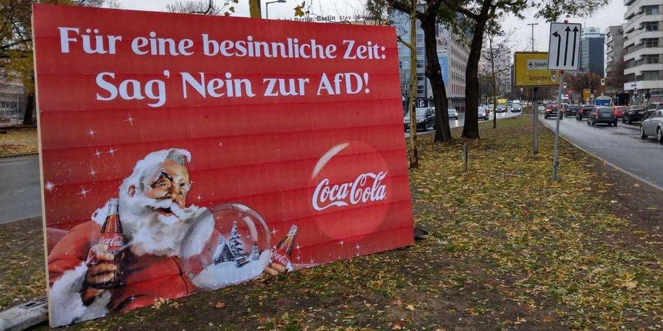 Coca Cola Werbung Weihnachten.Plakat Aktion Gegen Rechts Anti Afd Plakat Von Coca Cola