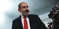 Parlamentswahlen in Armenien: Haushoher Sieg für einen Helden