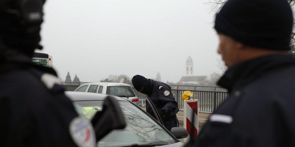 Polizei sucht öffentlich nach Attentäter