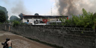 Wahlmaterialien verbrannt: Feuriger Wahlkampf im Kongo